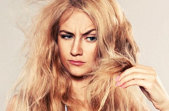 Rụng tóc do làm đẹp quá đà, tạo sức ép lên tóc