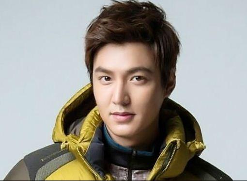 kiểu tóc cho nam mặt dài trán cao phong cách Hàn Quốc
