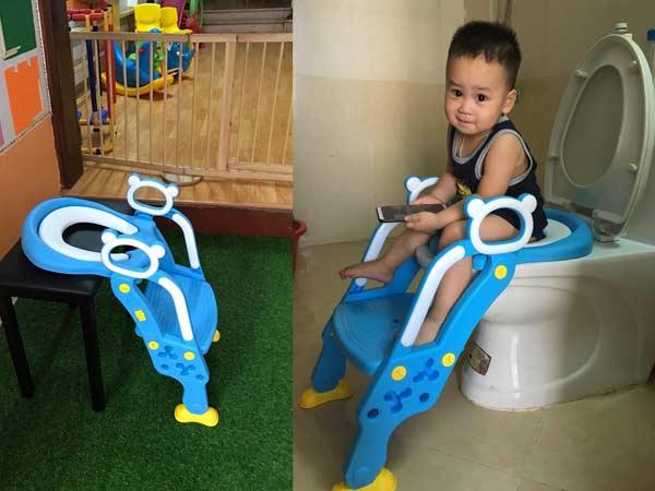 ghế ngồi toilet có thang cho bé