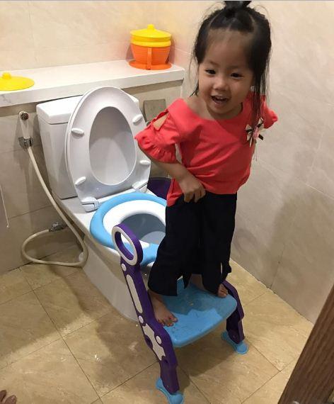 bán nắp bồn cầu- ghế ngồi toilet có thang, có tay vịn cho trẻ em