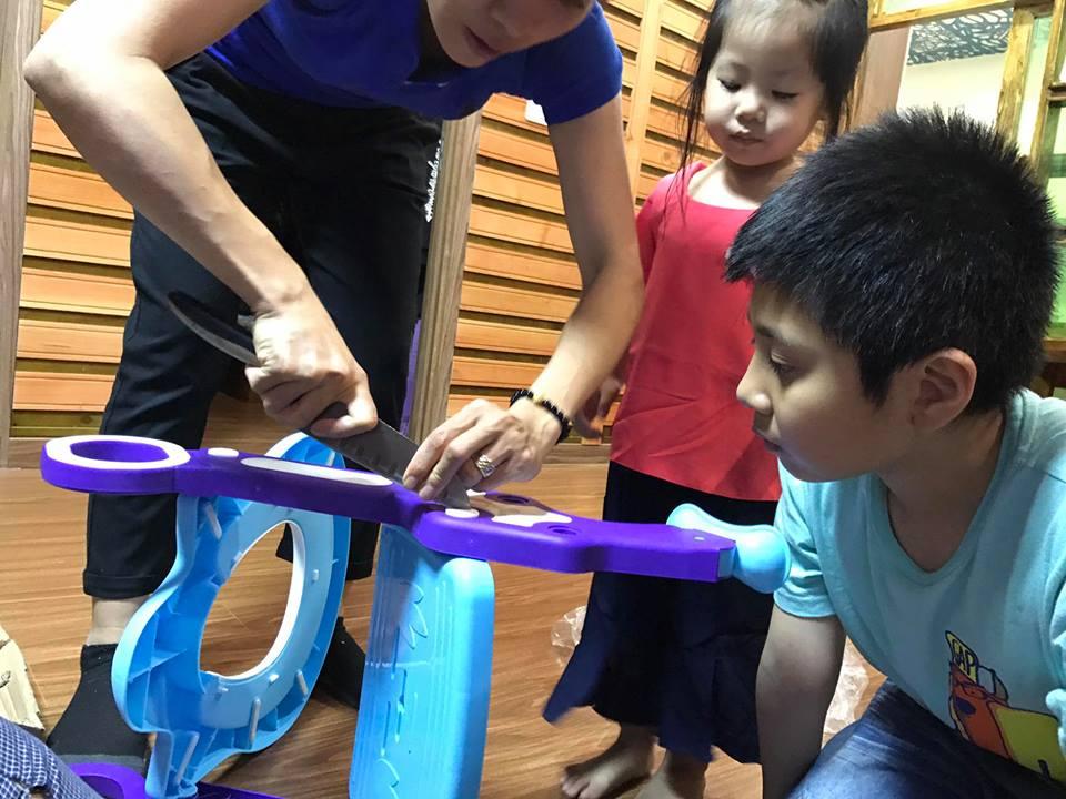 cách lắp đặt nắp bồn cầu cho trẻ em