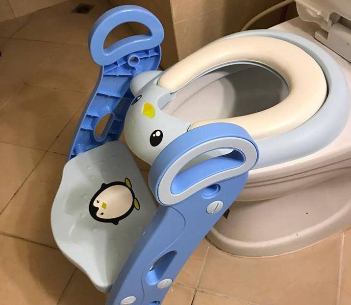 mẫu ghế ngồi toilet cho bé có thang