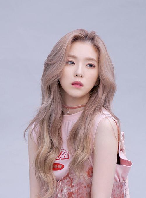 Kiểu tóc dài đẹp rẽ ngôi giữa