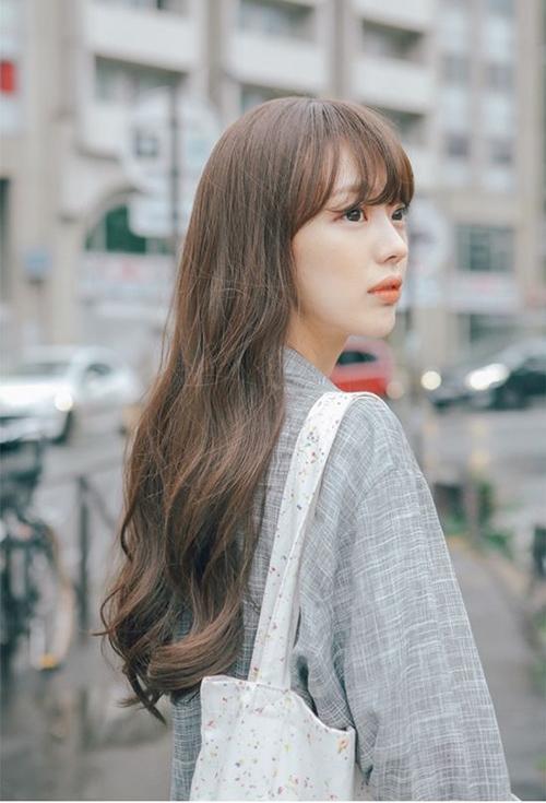 Kiểu tóc dài đpẹ xoăn sóng nước