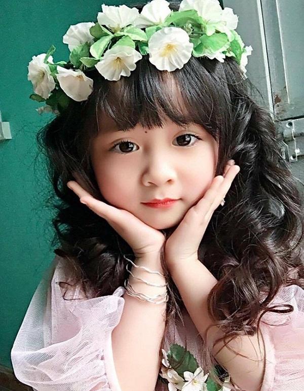 kiểu tóc đẹp cho bé gái mặt tròn siêu dễ thương